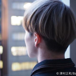 グレージュ メンズ ストリート ミルクティーベージュ ヘアスタイルや髪型の写真・画像