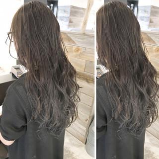 ウェーブ 梅雨 ナチュラル 外国人風 ヘアスタイルや髪型の写真・画像