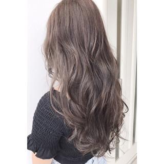 アッシュグレージュ ナチュラル 秋 外国人風カラー ヘアスタイルや髪型の写真・画像