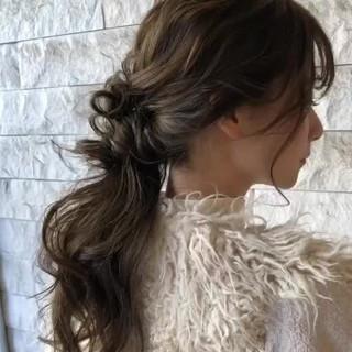 ヘアアレンジ アンニュイほつれヘア ゆるナチュラル ナチュラル ヘアスタイルや髪型の写真・画像