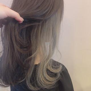 ミディアム インナーカラー グレージュ ガーリー ヘアスタイルや髪型の写真・画像