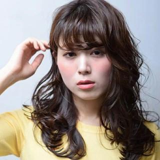 パーマ レイヤーカット ウェットヘア 大人かわいい ヘアスタイルや髪型の写真・画像