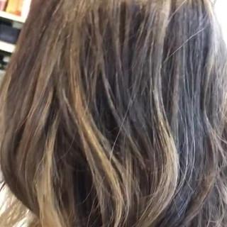 バレイヤージュ 大人ヘアスタイル アウトドア ミディアム ヘアスタイルや髪型の写真・画像