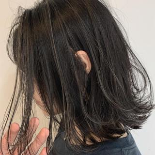 ナチュラル アッシュグレージュ ショートヘア グレージュ ヘアスタイルや髪型の写真・画像