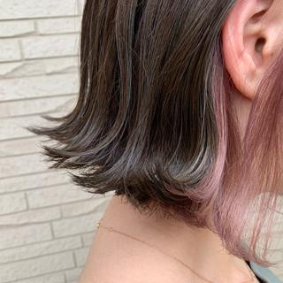 艶髪 ピンクベージュ インナーカラー ナチュラル ヘアスタイルや髪型の写真・画像