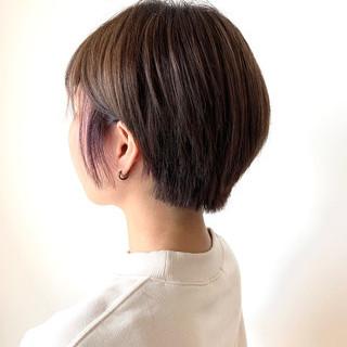 フェミニン ショート ダブルカラー ミルクティーベージュ ヘアスタイルや髪型の写真・画像