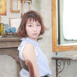 グレージュ イルミナカラー ナチュラル ショートバング ヘアスタイルや髪型の写真・画像