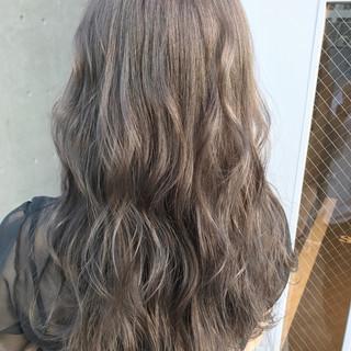 グレー グレージュ アッシュベージュ パープル ヘアスタイルや髪型の写真・画像