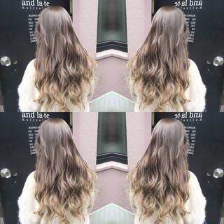 ミルクティーベージュ 外国人風カラー 透明感 ナチュラル ヘアスタイルや髪型の写真・画像