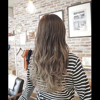 巻き髪 ナチュラルグラデーション グラデーションカラー ナチュラル ヘアスタイルや髪型の写真・画像