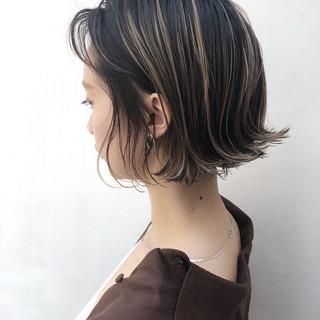 ボブ ハイライト グレージュ アンニュイほつれヘア ヘアスタイルや髪型の写真・画像