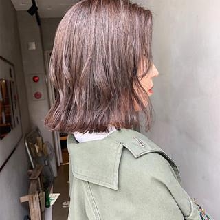 アッシュ ナチュラル ミニボブ ミルクティーグレージュ ヘアスタイルや髪型の写真・画像