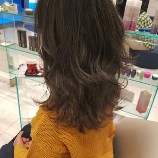ハイライト グレージュ ミルクティー ミディアム ヘアスタイルや髪型の写真・画像