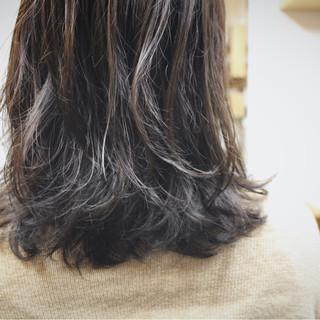 グレー 冬 外国人風カラー ナチュラル ヘアスタイルや髪型の写真・画像