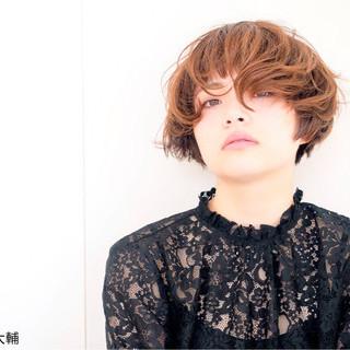 ショート ウルフカット マッシュ アッシュ ヘアスタイルや髪型の写真・画像