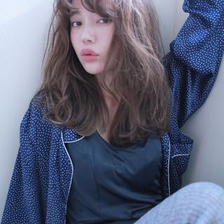 外国人風 セミロング ブリーチ ナチュラル ヘアスタイルや髪型の写真・画像