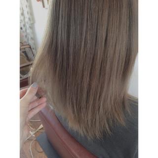 ミディアム ブリーチ ハイライト ゆるふわ ヘアスタイルや髪型の写真・画像