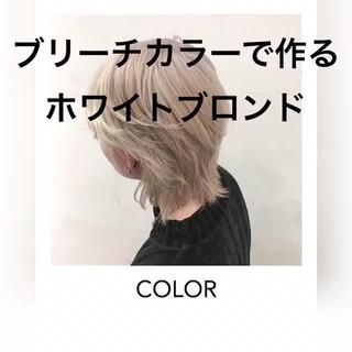 ホワイトブリーチ ブロンドカラー ショート ハイトーンカラー ヘアスタイルや髪型の写真・画像