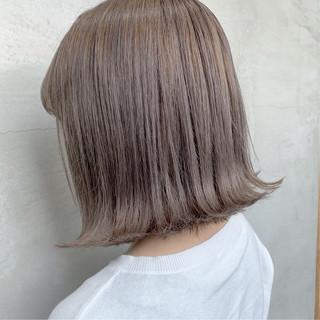 ブリーチカラー デート グレージュ ミルクティーグレージュ ヘアスタイルや髪型の写真・画像