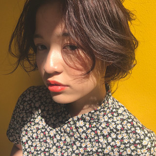 女子会 ウェーブ ボブ フェミニン ヘアスタイルや髪型の写真・画像