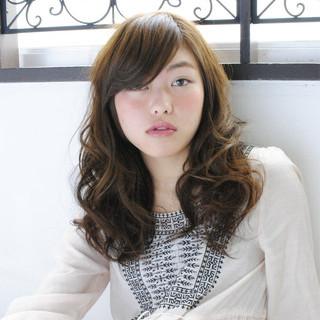 アッシュ 前髪あり ゆるふわ 外国人風 ヘアスタイルや髪型の写真・画像 ヘアスタイルや髪型の写真・画像