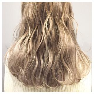 ブリーチ グラデーションカラー セミロング 外国人風 ヘアスタイルや髪型の写真・画像