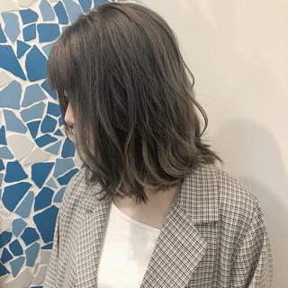 ミディアム グレージュ 大人かわいい ロブ ヘアスタイルや髪型の写真・画像