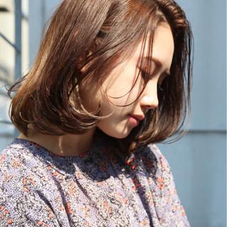 ミディアム アッシュ アッシュベージュ ナチュラル ヘアスタイルや髪型の写真・画像