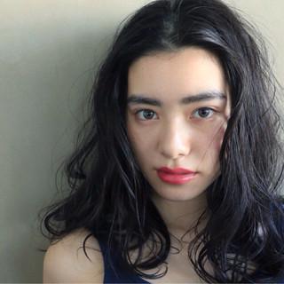 ブルージュ 暗髪 ブルーアッシュ ナチュラル ヘアスタイルや髪型の写真・画像