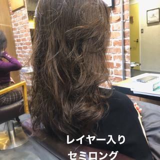 ゆるふわパーマ パーマ グレージュ ロング ヘアスタイルや髪型の写真・画像