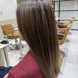 グレージュ アディクシーカラー 透明感カラー ナチュラル ヘアスタイルや髪型の写真・画像