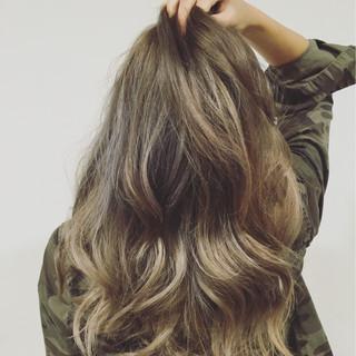 グレージュ 外国人風カラー ロング ナチュラル ヘアスタイルや髪型の写真・画像