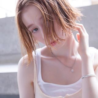 切りっぱなしボブ アプリコットオレンジ ナチュラル ヘアアレンジ ヘアスタイルや髪型の写真・画像