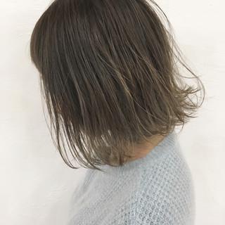 ミディアム ハイライト ナチュラル 切りっぱなし ヘアスタイルや髪型の写真・画像