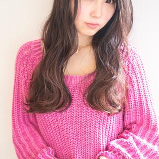 冬 大人かわいい ロング フェミニン ヘアスタイルや髪型の写真・画像