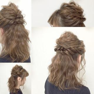 結婚式 ゆるふわ フェミニン 編み込み ヘアスタイルや髪型の写真・画像