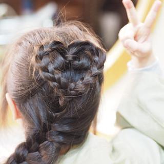 ガーリー 三つ編み まとめ髪 ヘアアレンジ ヘアスタイルや髪型の写真・画像