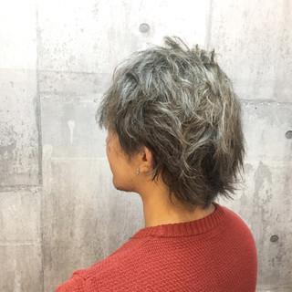 ストリート シルバーアッシュ ショート ダブルカラー ヘアスタイルや髪型の写真・画像