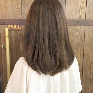 グレージュ ミディアム アッシュグレー 大人女子 ヘアスタイルや髪型の写真・画像 ヘアスタイルや髪型の写真・画像