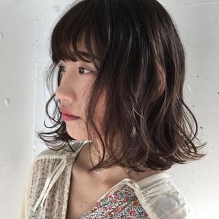 リラックス アンニュイ ミディアム 暗髪 ヘアスタイルや髪型の写真・画像