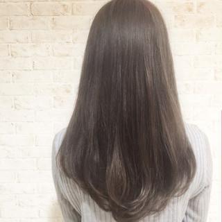 セミロング ナチュラル アッシュグレージュ グレージュ ヘアスタイルや髪型の写真・画像