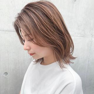 ミディアム デジタルパーマ シースルーバング 前髪なし ヘアスタイルや髪型の写真・画像