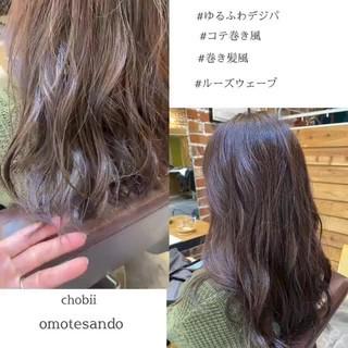 小顔ヘア アッシュグレージュ ロングヘア デジタルパーマ ヘアスタイルや髪型の写真・画像