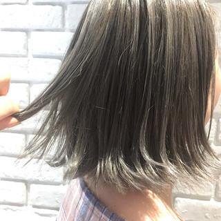 ホワイトシルバー ボブ イルミナカラー ダブルカラー ヘアスタイルや髪型の写真・画像