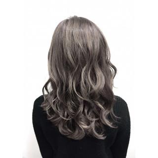 アッシュ ハイライト ガーリー グラデーションカラー ヘアスタイルや髪型の写真・画像