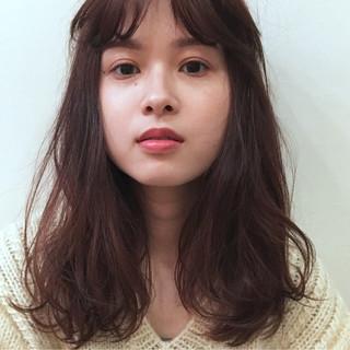 シースルーバング オン眉 レッド ロング ヘアスタイルや髪型の写真・画像