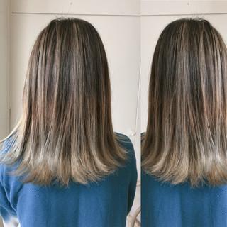 グレージュ ハイライト イルミナカラー ナチュラル ヘアスタイルや髪型の写真・画像
