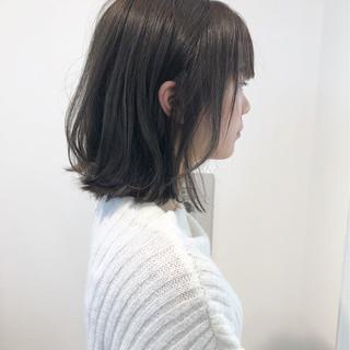 グレージュ 透明感 フェミニン ミディアム ヘアスタイルや髪型の写真・画像