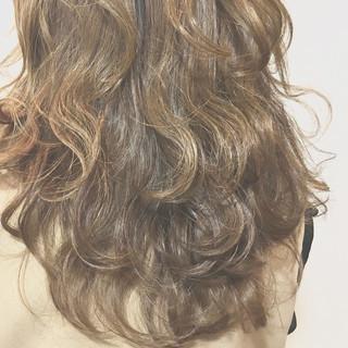 ナチュラル 外国人風 ブラウンベージュ ハイライト ヘアスタイルや髪型の写真・画像 ヘアスタイルや髪型の写真・画像