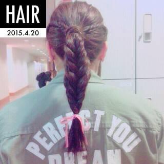 編み込み ヘアアレンジ セミロング フィッシュボーン ヘアスタイルや髪型の写真・画像 ヘアスタイルや髪型の写真・画像